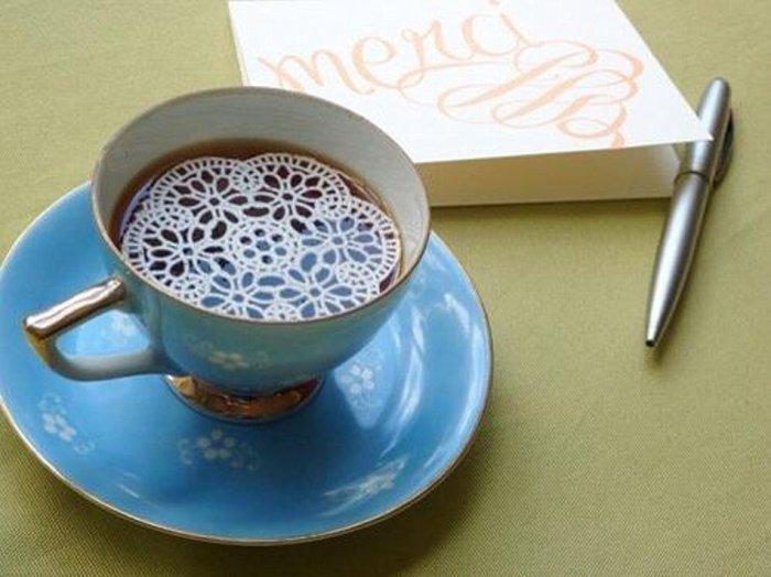 Сахарное кружево, которое красиво тает в чашке с горячим напитком.