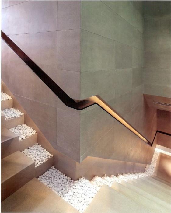 Современный дизайн лестница с подсветкой.