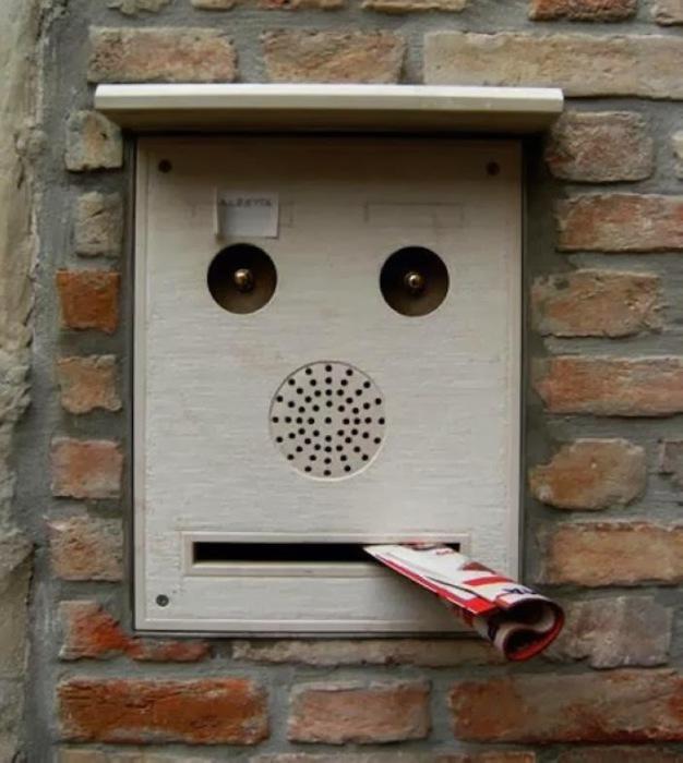 Почтовый ящик-хулиган.
