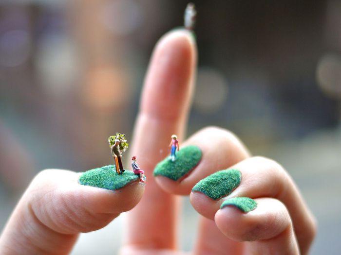 Необыкновенный объемный маникюр с искусственным садом.
