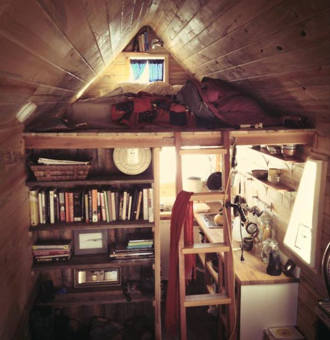Чудовий спосіб економного використання вільного простору в будинку.