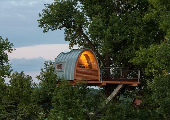 Будинок на дереві в Північній Німеччині.