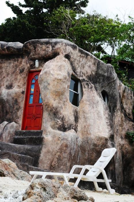 Необычный дом из камня.