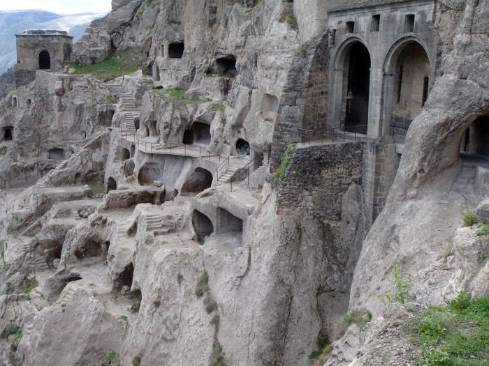 Город в скале.