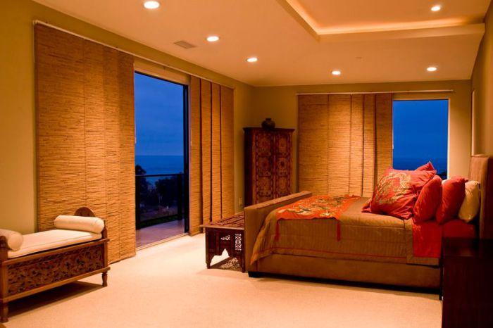 Сплетенные вручную шторы - показатель отличного вкуса. Они универсальны и эстетичны.
