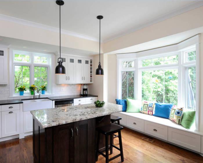 Комфортный и оригинальный диван на кухне.