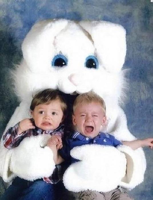 Костюм кролика, поедающего детей.