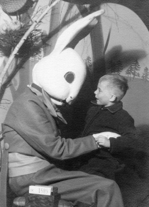 Как выглядел пасхальный кролик в 40-х годах.