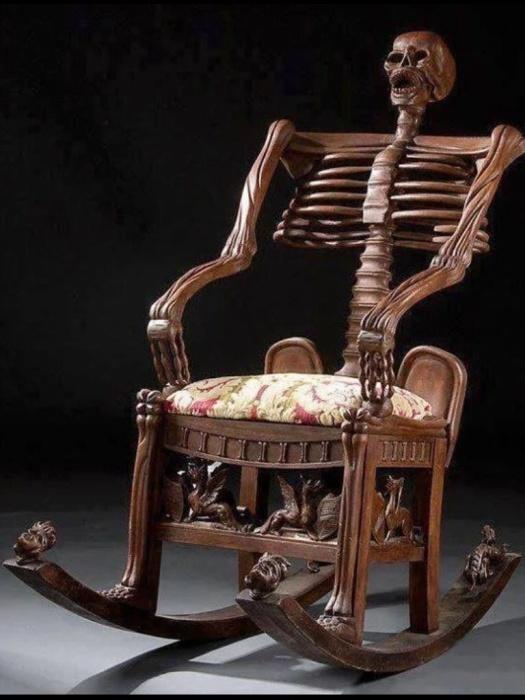 Устрашающая кресло-качалка, которое не назовешь удобным.