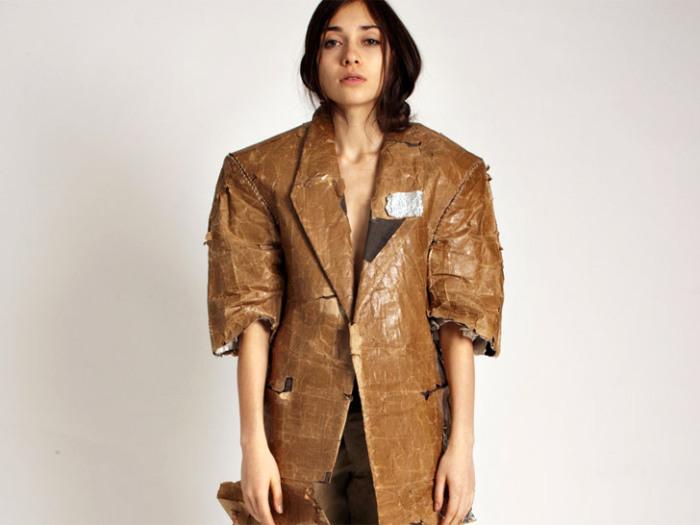 Бумажный пиджак от Aki Goto.