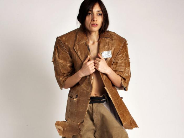 Пиджак из бумажных пакетов.