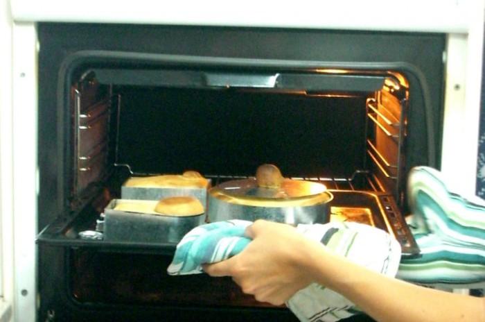 Ницан Дебби готовит необычную выпечку.