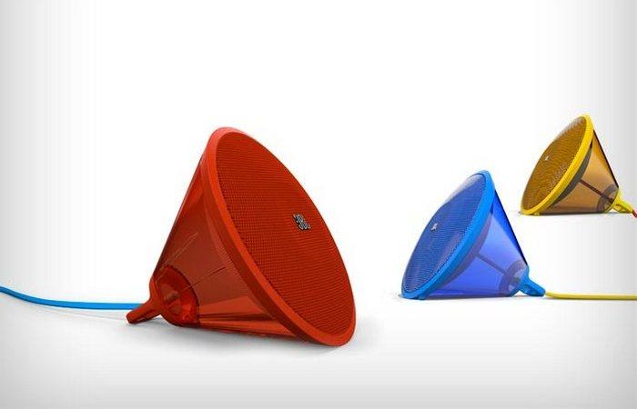 Разноцветные колонки JBL Spark.