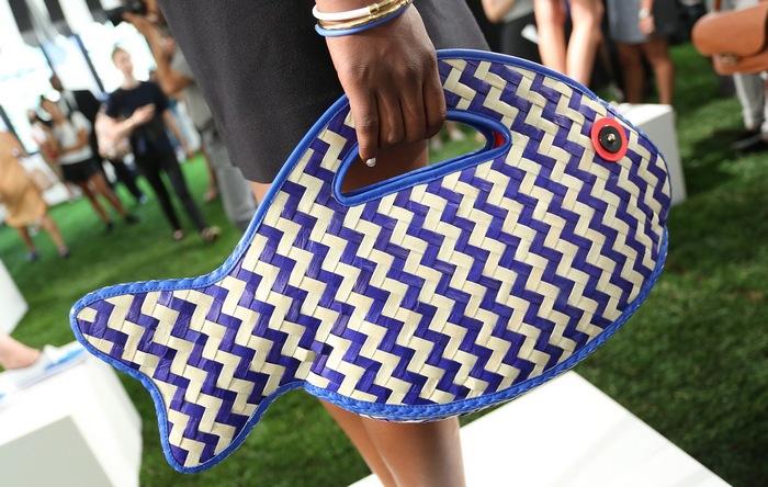 Пляжная сумка от Kate Spade.