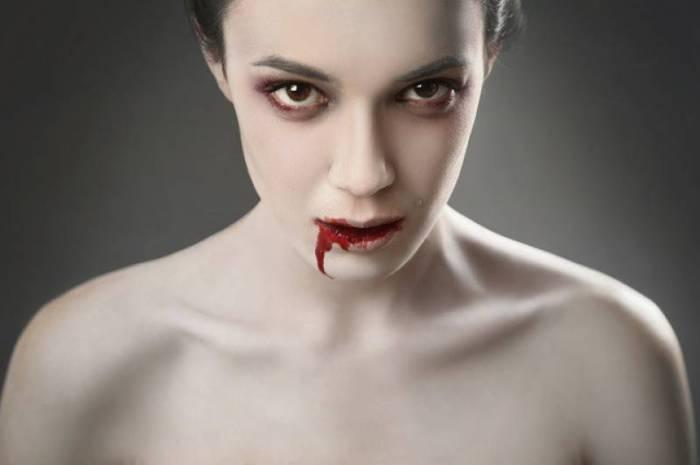 Вампиры - популярные герои фильмов и книг.