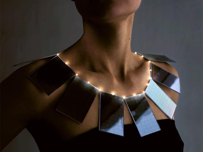 Ожерелье из солнечных батарей.