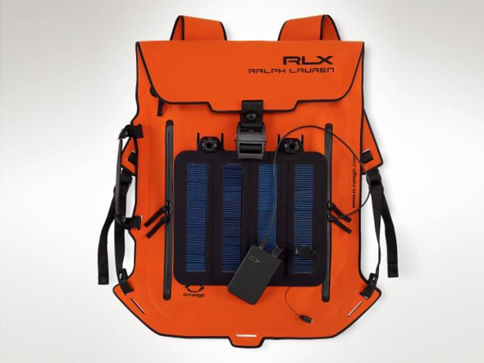 Рюкзак с солнечными панелями.