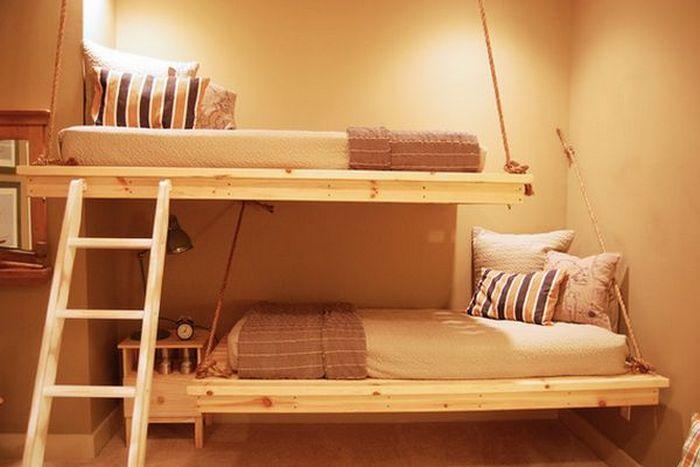 Двухъярусная подвесная кровать.