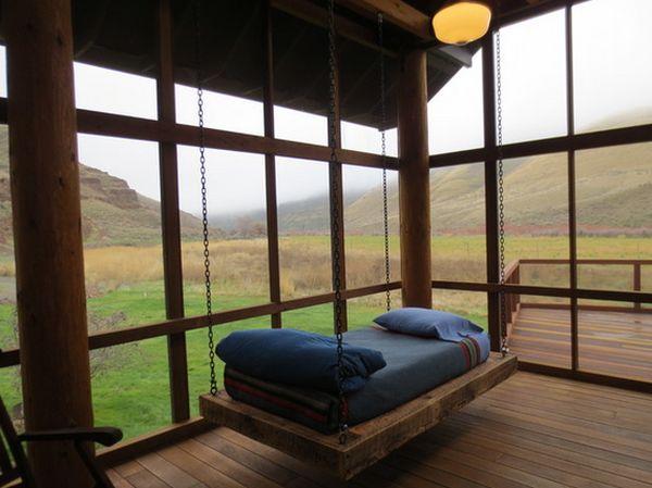 Кровать на террасе.