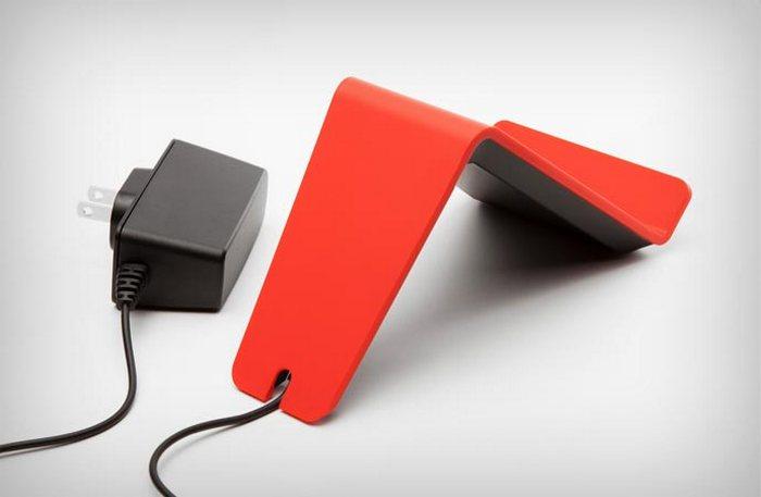 Универсальный гаджет для смартфонов с поддержкой функций беспроводной подзарядки.