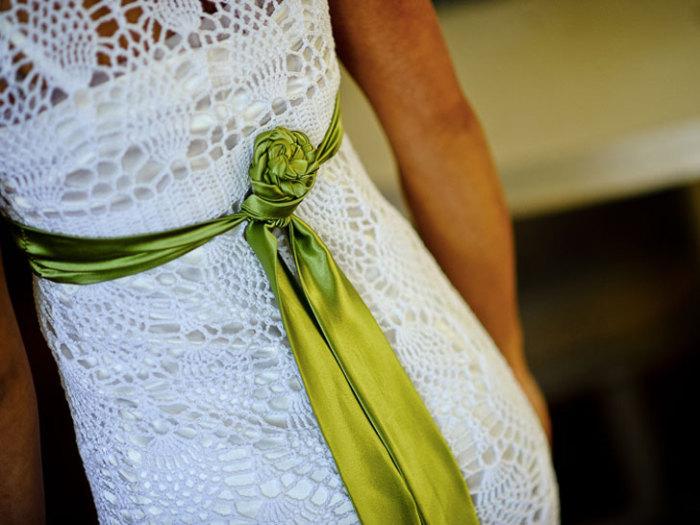 Тонкий узор вязанного платья.