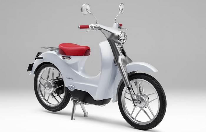 Городской скутер Honda EV-Cub.