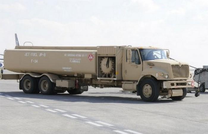 Грузоподъёмность заправщика 180 тонн.