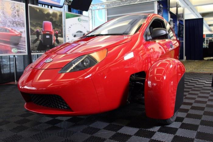 Объем двигателя 0.9-литра, мощность в 54 л. с.