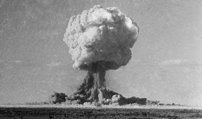 Атомный взрыв.