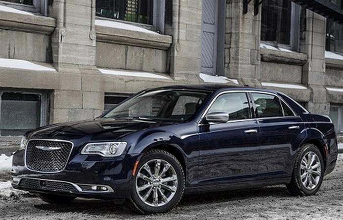 Автомобиль Chrysler 300 V6.
