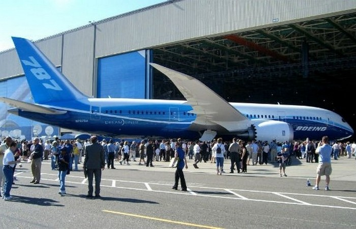 Пассажирокилометр самолетов сопоставим с малолитражкой.