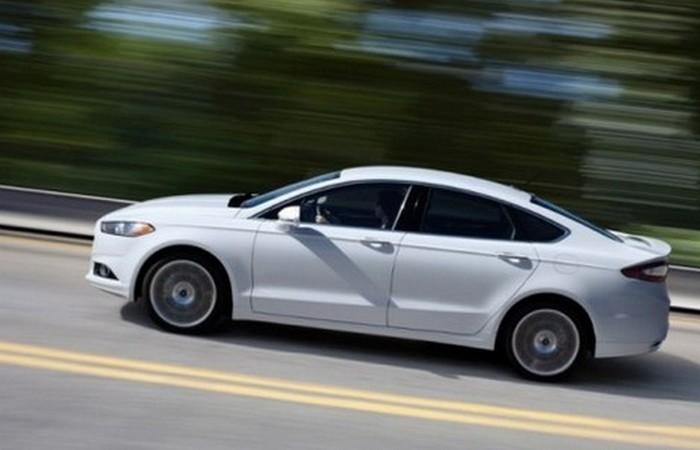 Автомобиль Ford Fusion Titanium.