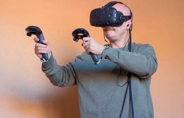 Очки виртуальной реальности HTC Vive.