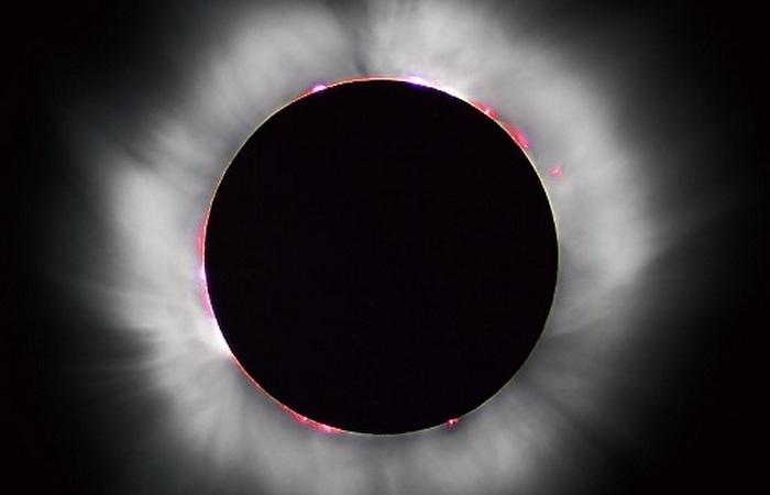 Корона Солнца во время затмения.