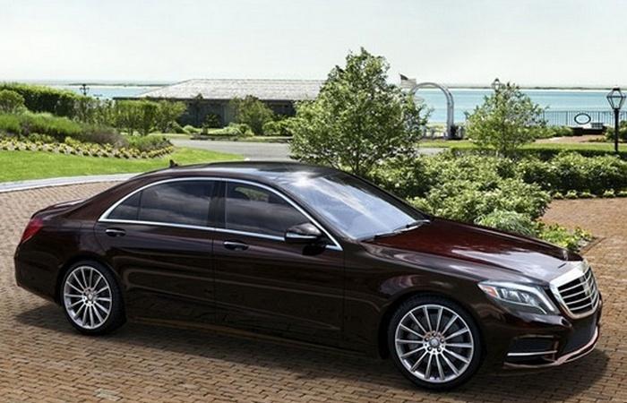 Автомобиль Mercedes-Benz S550.