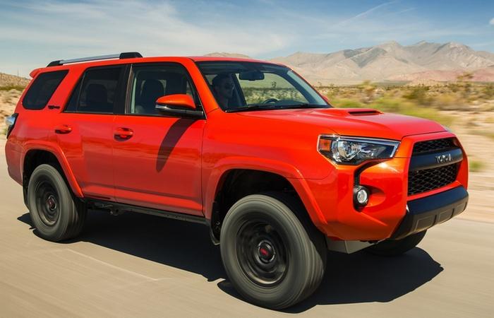 Автомобиль Toyota 4Runner.