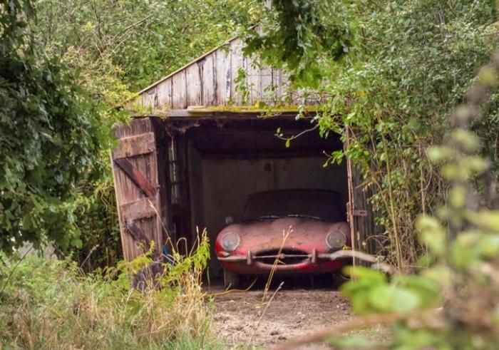 Клад в гараже.