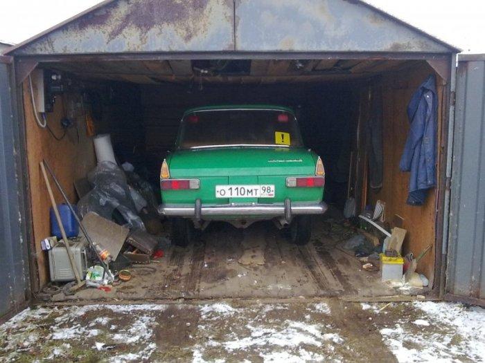 А вот такой гараж вряд ли защитит полностью. |Фото: yandex.by.