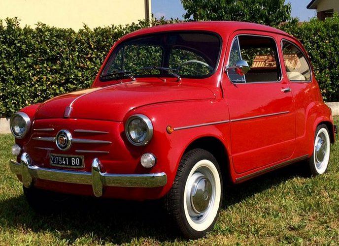 Автомобиль Fiat 600.