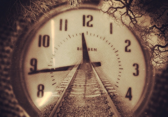 Квантовая механика: люди могут путешествовать во времени.