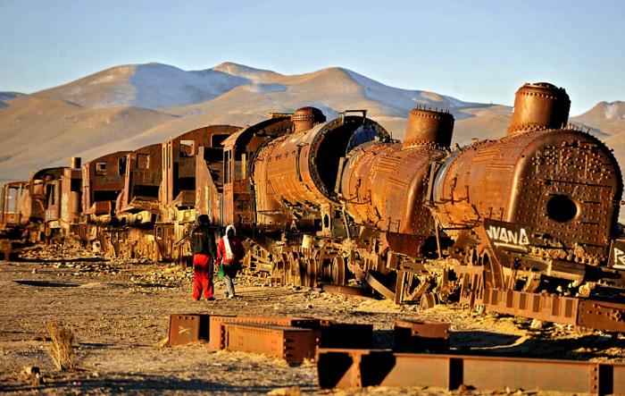 Bolivia Train Graveyard - поледнее пристанище поездов.