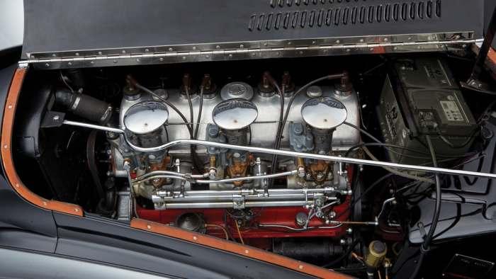 Шестицилиндровый мотор.