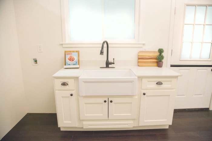 Практичная, пускай и небольшая кухня.