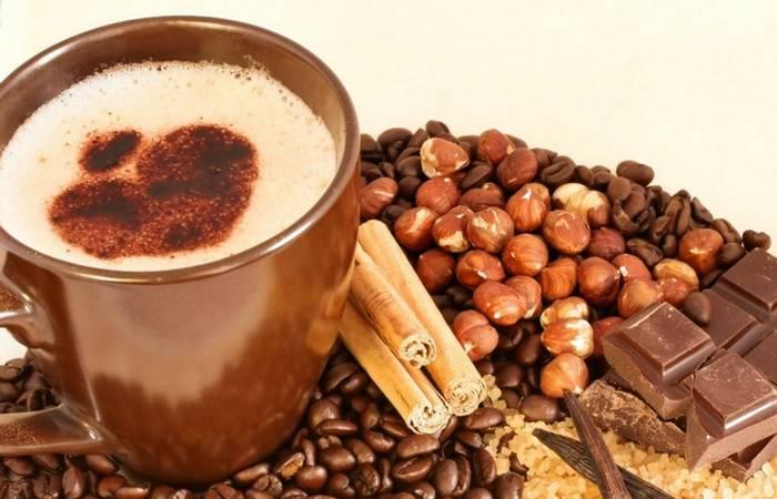 Польза от кофе: улучшение настроения.