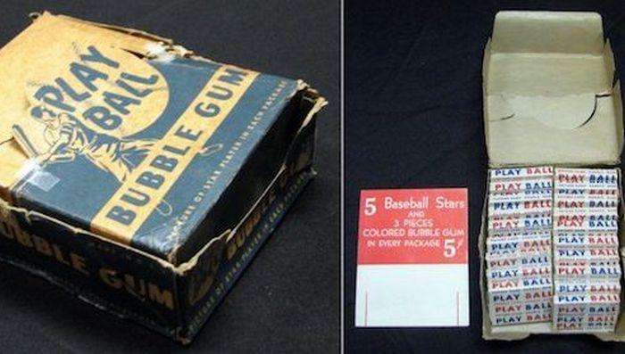 Сотни нераспечатанных пачек редких бейсбольных карточек в США.