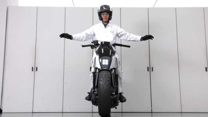 Новый мотоцикл, который никогда не падает.