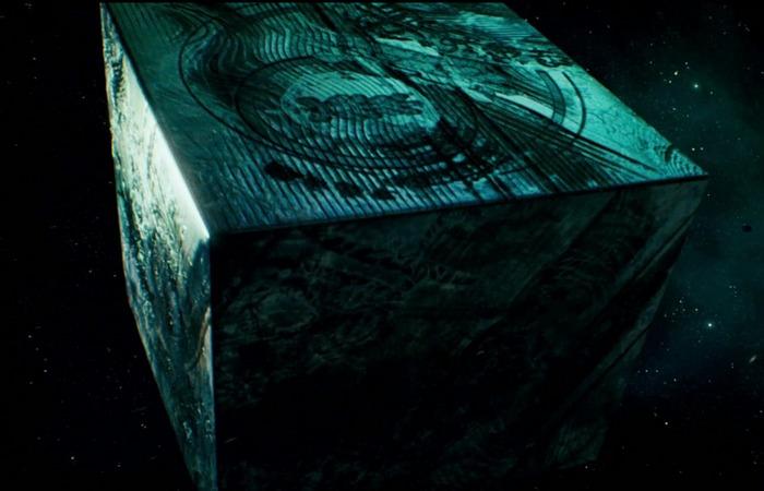 Заговор черного куба и ссылки на оккультизм.