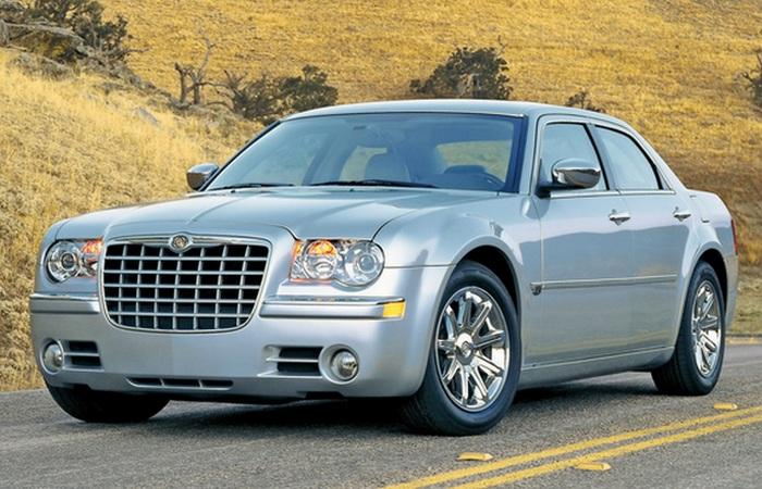 Автомобиль Chrysler 300C.