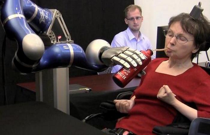 Управление роботами при помощи мысли.