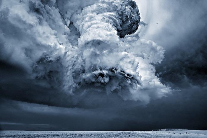 Солнечная система: максимальная скорость ветра на Земле - 408 км/ч.